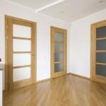 Portes intérieures en bois avec vitrages